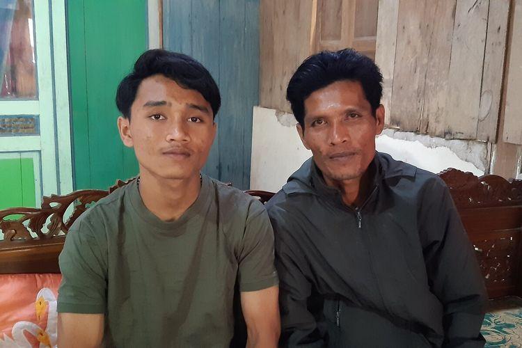 Ervan Wahyu Anjasworo (17) bersama ayahnya Suparno di rumahnya Dukuh Panurejo RT 018, RW 006, Kecamatan Kedungupit, Sragen, Jawa Tengah, Jumat (9/10/2020).