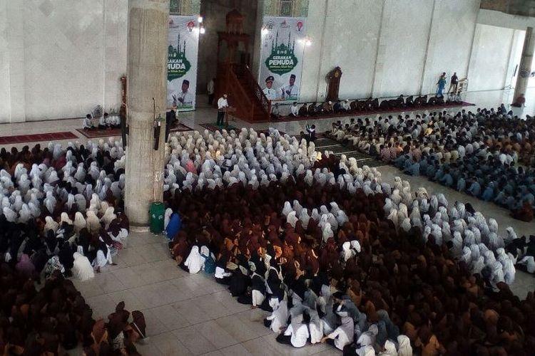 Sekitar 5000 pemuda yang didominasi kalangan pelajar terlihat antusias mengikuti mengikuti kegiatan Gerakan Pemuda Membaca Kitab Suci (GMKS) di Kota Lhokseumawe, Provinsi Aceh.