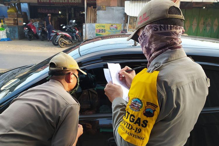 Razia masker di jalan raya Patikraja, Kabupaten Banyumas, Jawa Tengah, beberapa waktu lalu.