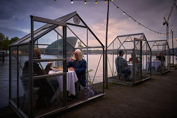 Mediamatic Eten adalah restoran vegan yang berada di Amsterdam dengan pemandangan menghadap air