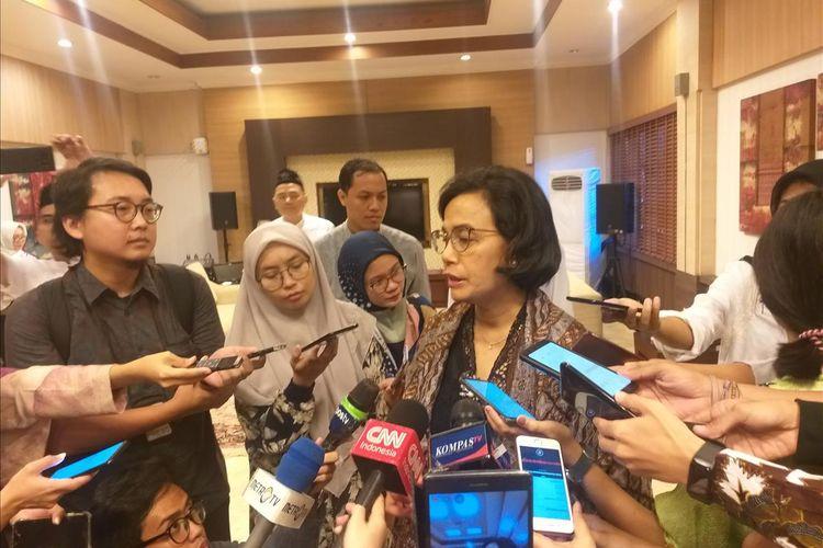 Menteri Keuangan (Menkeu) Sri Mulyani Indrawati memberikan keterangan di sela-sela acara open house di kediamannya, Jl Widya Chandra I no. 3, Jakarta Selatan, Rabu (5/6/2019).