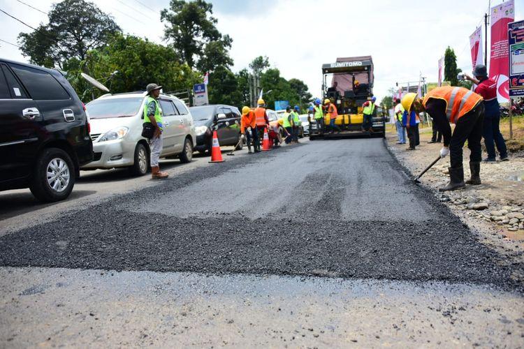 Aspal campuran karet akan digunakan sebagai pelapis jalan tol koridor Palembang-Bengkulu.