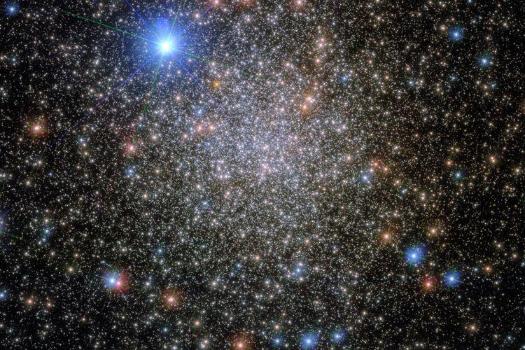 Gugus bola (globular cluster), gugus bintang di konstelasi Scorpio. Teleskop luar angkasa Hubble kembali menemukan gugus bintang yang dinamai NGC 6380.