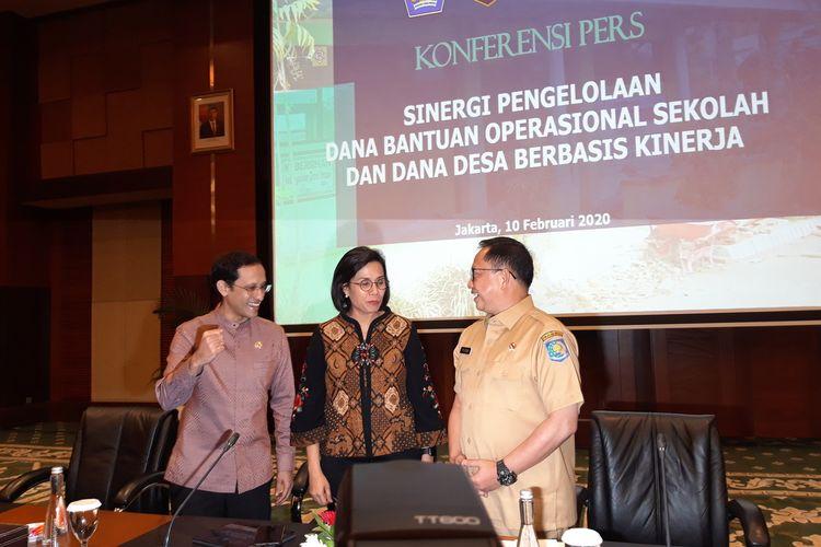 Menteri Pendidikan dan Kebudayaan Nadiem Makarim, Menteri Keuangan Sri Mulyani Indrawati dan Menteri Dalam Negeri Tito Karnavian di Jakarta, Senin (10/2/2020).