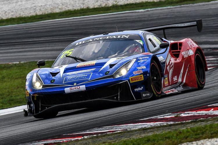 Pebalap tim T2 Motorsports, Rio Haryanto dan David Tjiptobiantoro bersiap untuk menjalani balapan perdana Blancpaint World Asia Series 2019 akhir pekan ini (7-8/4/2019)