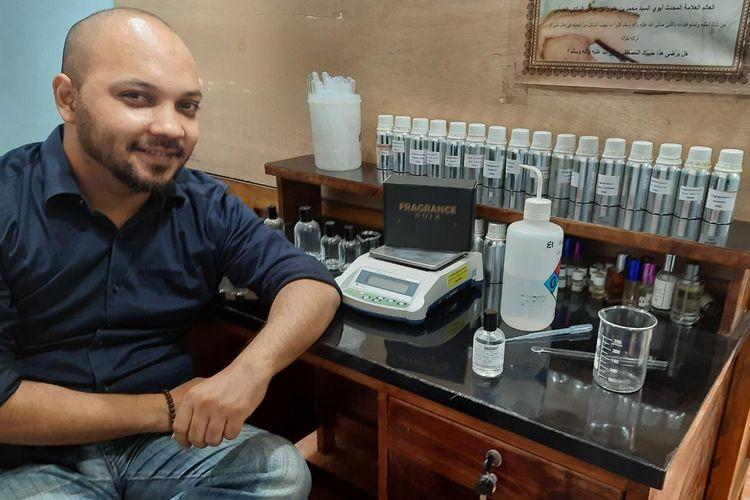 Fikri di laboratorium parfumnya, Fragrance Noir