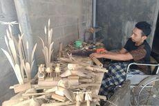 Cerita Sukardi, Lumpuh karena Kecelakaan Kerja, Kini Buat Produk Kreatif dari Bambu