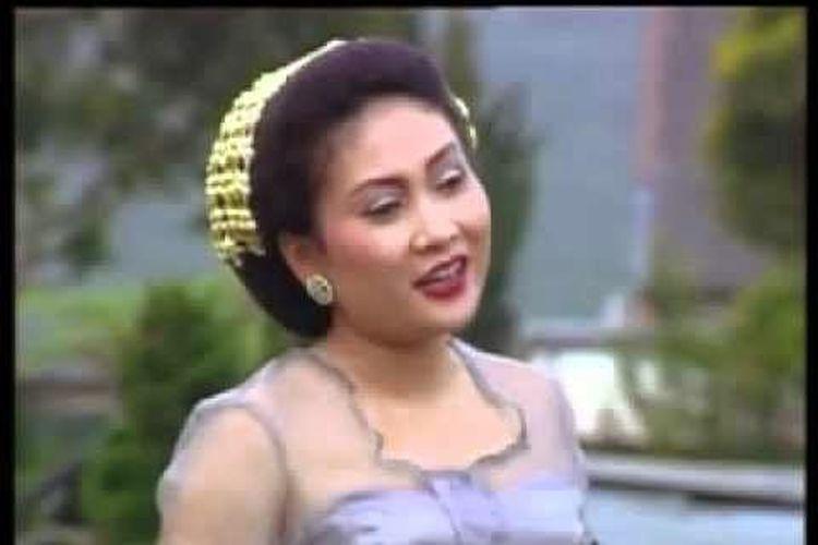 Penyanyi pop Sunda, Nining Meida.