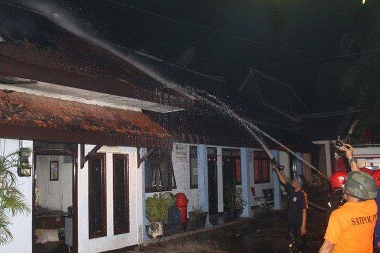 Ruang penyimpanan vaksin di kantor Dinas Kesehatan (Dinkes) Kota Blitar, Jawa Timur, terbakar, Kamis (23/4/2020).
