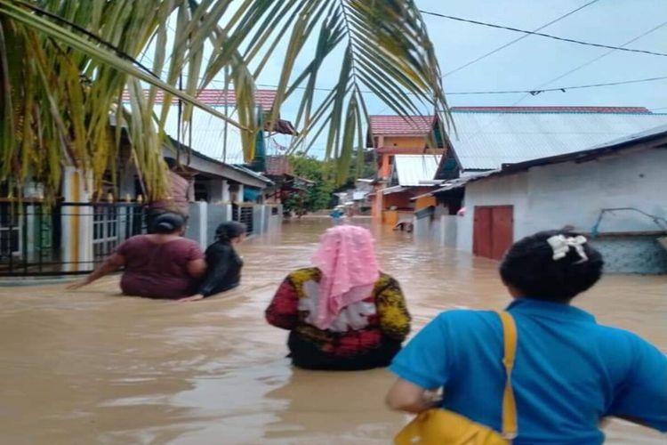 Banjir rendam ratusan rumah warga di Kabupaten Bima pada Jumat (02/04/2021)