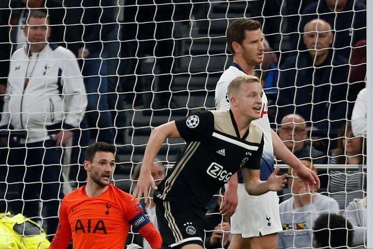 Donny van de Beek merayakan golnya ke gawang Hugo Lloris pada laga Tottenham vs Ajax Amsterdam di Stadion Tottenham Hotspur dalam semifinal Liga Champions, 30 April 2019.