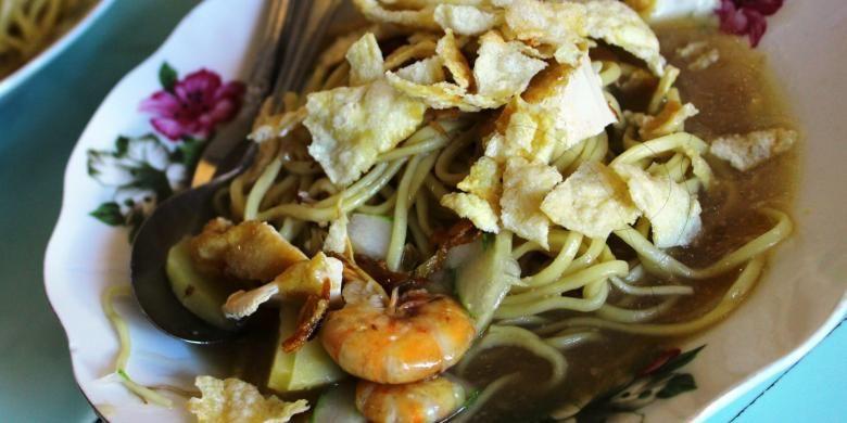 Kelezatan Mie dibalut kuah kaldu udang di Belitung. Belitung memang terkenal dengan olahan seafoodnya, salah satunya mie Belitung ini.