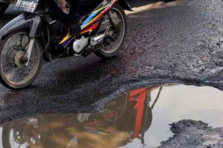 Ilustrasi: Jalan rusak.