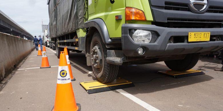 Truk Odol Bikin Bengkak Biaya Pemeliharaan Jalan Tol Jakarta Cikampek