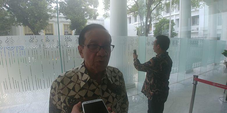Wakil Ketua Dewan Kehormatan Partai Golkar Akbar Tandjung di Istana, Jumat (3/11/2017).