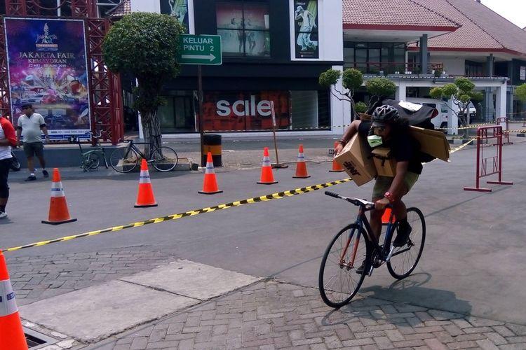 Peserta  Kejuaraan Dunia Sepeda Kurir (CMWC) 2019 di JIExpo Kemayoran, Jakarta, Minggu (25/8/2019). Lintasan untuk perhelatan kali ini panjangnya 2 kilometer berkeliling.