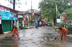 Diguyur Hujan, Sejumlah Jalan di Sukapura Jakut Tergenang Imbas Saluran Tersumbat Sampah