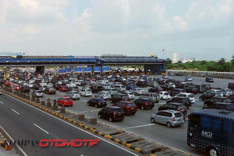 Gerbang Cikarang Utama di tol Jakarta-Cikampek.