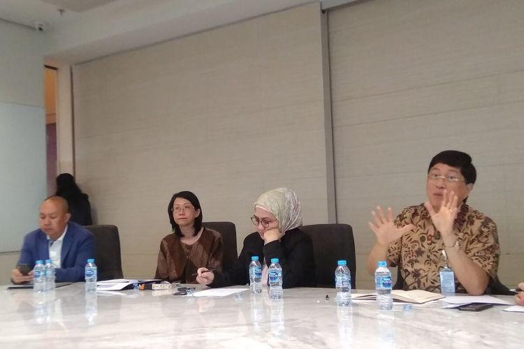 Direktur Utama Bank BTPN Ongky Wanadjati Dana (kanan) dalam konferensi pers paparan kinerja keuangan Bank BTPN semester I 2019 di Jakarta, Rabu (14/8/2019)