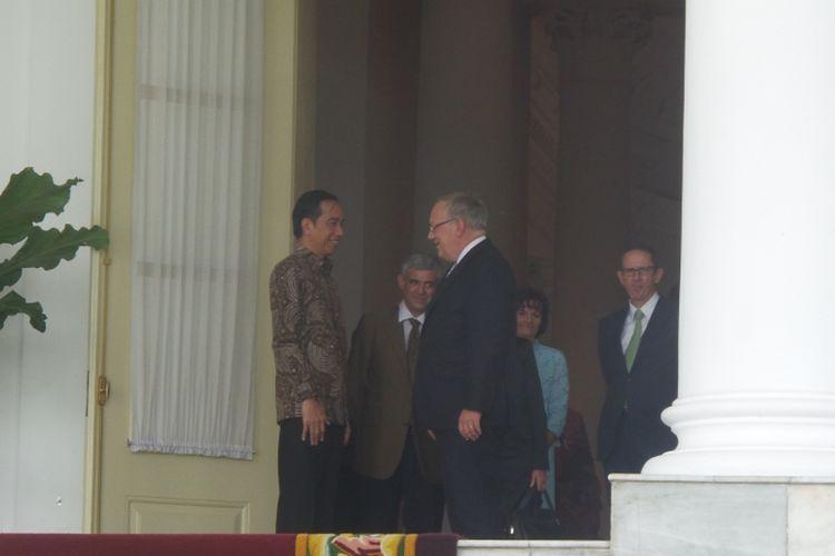 Presiden Joko Widodo saat menerima Kepala Departemen Federal Bidang Ekonomi, Pendidikan dan Riset Swiss, Johann Schneider Ammann di Istana Kepresidenan Bogor, Jawa Barat, Jumat (14/7/2017).