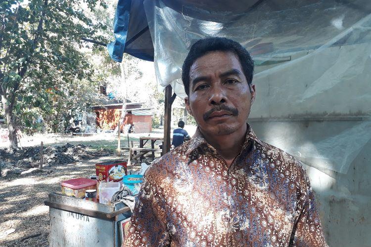 Parlin, penjual bakso di kantin BAPKM atau lebih dikenal kantin TPB ITS Surabaya