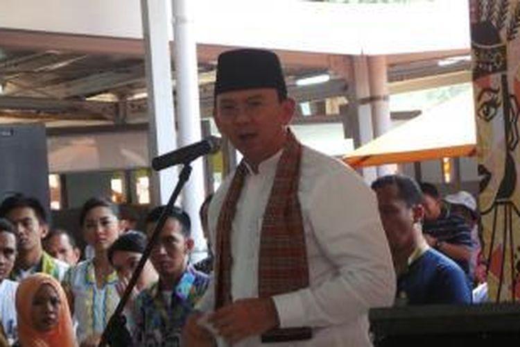 Gubernur DKI Jakarta Basuki Tjahaja Purnama meresmikan program penertiban pedagang kaki lima (PKL) melalui