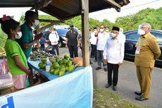 Saat Wapres Ma'ruf Berikan Bantuan Modal Usaha kepada Penjual Buah di Manokwari