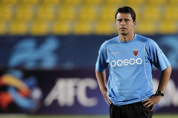 Kandidat pelatih Persija Jakarta, Sergio Farias, saat masih bekerja di tim Korea Selatan, Pohang Steelers.