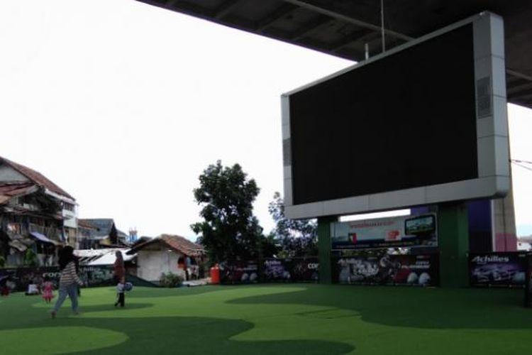 Sejumlah warga saat bermain di Taman Film, Kota Bandung.