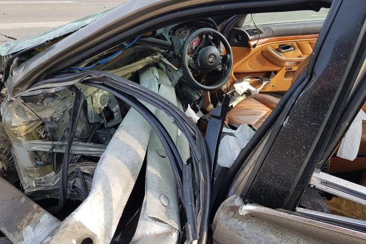 BMW mengalami kecelakaan tunggal di Tol Jagorawi, Minggu (19/4/2020)