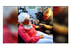 Nenek Umur 103 Tahun Rayakan Ultah, Bikin Tato Pertama Kali