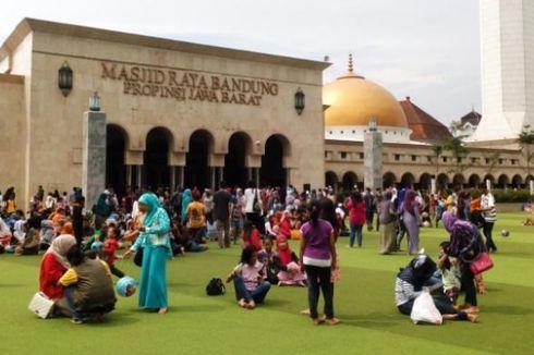 Taman Alun-alun Bandung Kini Mulai Kumuh dan Bau Kaki...