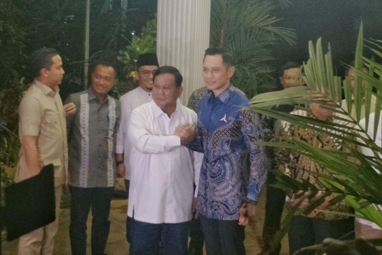 Calon presiden nomor urut 02 Prabowo Subianto bertemu dengan Komandan Komando Satuan Tugas Bersama Partai Demokrat (Kogasma)Agus Harimurti Yudhoyono(AHY) di kediaman pribadinya, Jalan Kertanegara, Jakarta Selatan, Kamis (14/3/2019) malam.