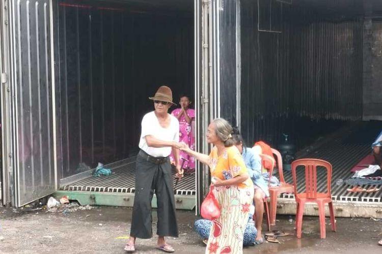 Warga Rorotan, Cilincing, Jakarta Utara  yang masih mengungsi di kontainer-kontainer, Kamis (27/2/2020)