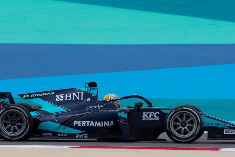 Pebalap asal Indonesia, Sea Gelael, saat tampil pada rangkaian seri ke-11 Formula 2 di Sirkuit Sakhir, Bahrain, Jumat (27/11/2020).