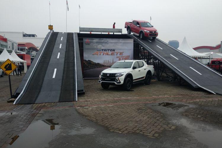 Area skybridge di IIMS 2018 disiapkan oleh Mitsubishi