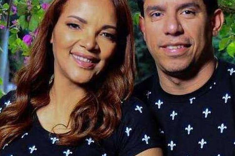 Flordelis de Souza, kiri, dengan suaminya pendeta Anderson do Carmo, kanan. Souza dituduh terlibat dalam pembunuhan suaminya.