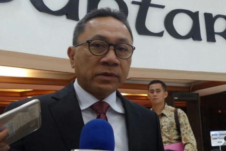 Ketua Umum Partai Amanat Nasional (PAN) Zulkifli Hasan di Kompleks Parlemen, Senayan, Jakarta, Rabu (11/1/2017)