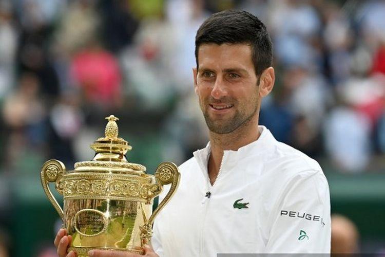 Novak Djokovic menjadi juara Wimbledon 2021 usai mengalahkan petenis Italia, Matteo Berrettini, di final yang berlangsung di Centre Court, Minggu (11/7/2021) malam WIB.