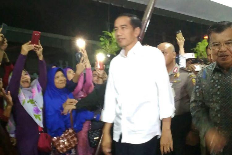 Presiden Joko Widodo dan Wapres Jusuf Kalla membesuk korban bom Kampung Melayu di RS Polri, Jakarta, Kamis (25/5/2017).