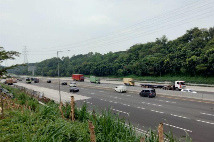 Ilustrasi arus lalu lintas di jalan tol Jakarta-Cikampek