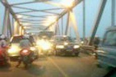 Jembatan Kapuas Ditabrak Tongkang, Mobil Dilarang Melintas