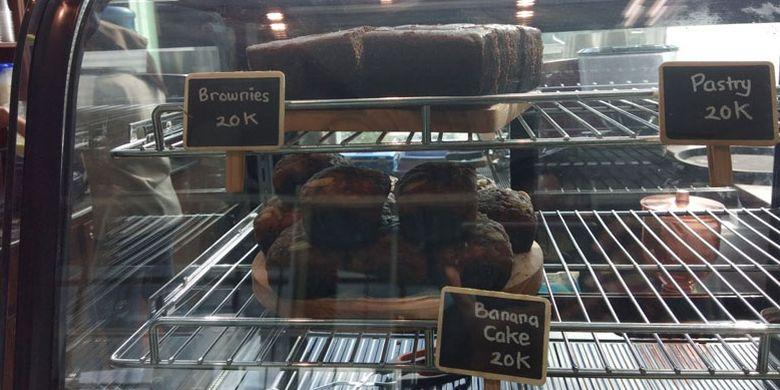 Banana cake di La Bajo Flores Coffee, Bandara Komodo, Labuan Bajo, Manggarai Barat, Nusa Tenggara Timur, Sabtu (14/4/2018).