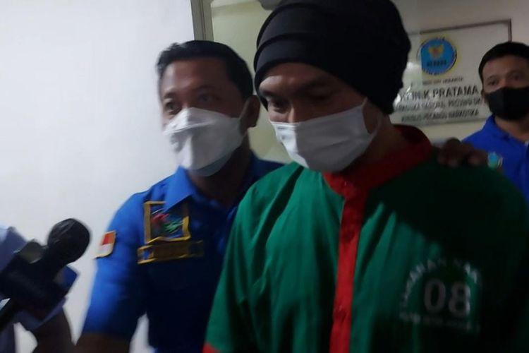 Musikus Anji usai menjalani assesment di BNN Provinsi DKI Jakarta, Cideng, Jakarta Pusat, pada Kamis (17/6/2021).