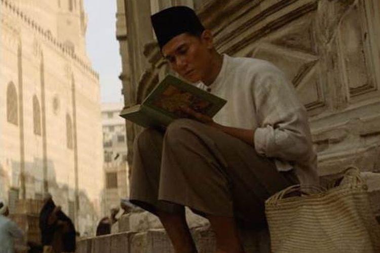 Aktor Vino G Bastian dalam film Buya Hamka.