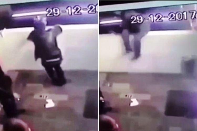 Foto ini diambil dari rekaman CCTV yang mengabadikan detik-detik saat seorang perokok jatuh dari balkon yang digunakannya untuk duduk.