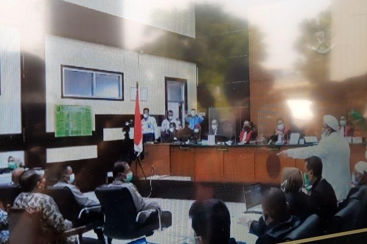 Terdakwa Rizieq Shihab naik pitam dalam sidang kasus kerumunan Petamburan, Jakarta Pusat, dengan agenda pemeriksaan saksi di Pengadilan Negeri (PN) Jakarta Timur, Kamis (22/4/2021).