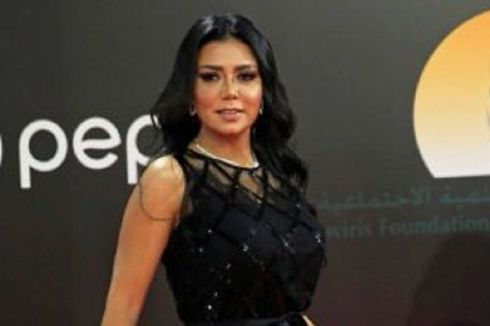 Pakai Gaun Tipis di Sebuah Acara, Aktris Mesir Dihujani Kecaman