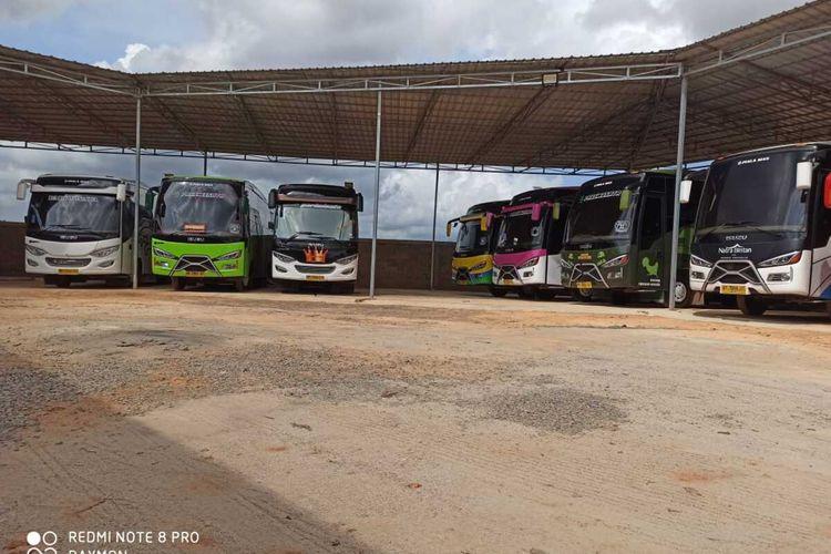 Dampak dari virus corona di Tanjungpinang merambah kepada jasa Bus Pariwisata, dimana saat ini ada 80 bus milik PT Bintan Paradis Transportasi tak berjalan atau hanya nongkrong di pool.