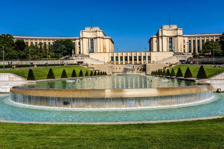 Kolam air mancur di Taman Trocadero